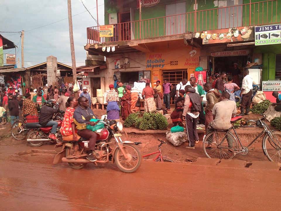 vc_volunteers_kampala_street_scene