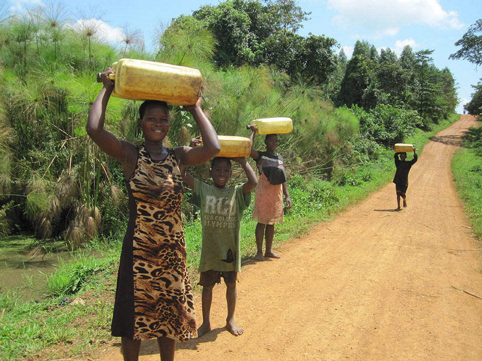 women_carrying_water_in_jerrycans